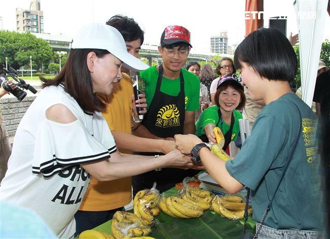 「天之蕉子」演員張瓊姿、黃靖倫。(記者邱榮吉/攝影)