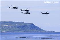 漢光卅五號演習於屏東滿豐射擊場實施,圖為AH-1W眼鏡蛇攻擊直升機〔記者林士傑/屏東拍攝〕