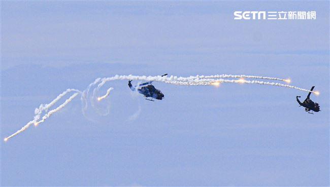 漢光卅五號演習於屏東滿豐射擊場實施,圖為AH-1W眼鏡蛇攻擊直升機。〔記者林士傑/屏東拍攝〕