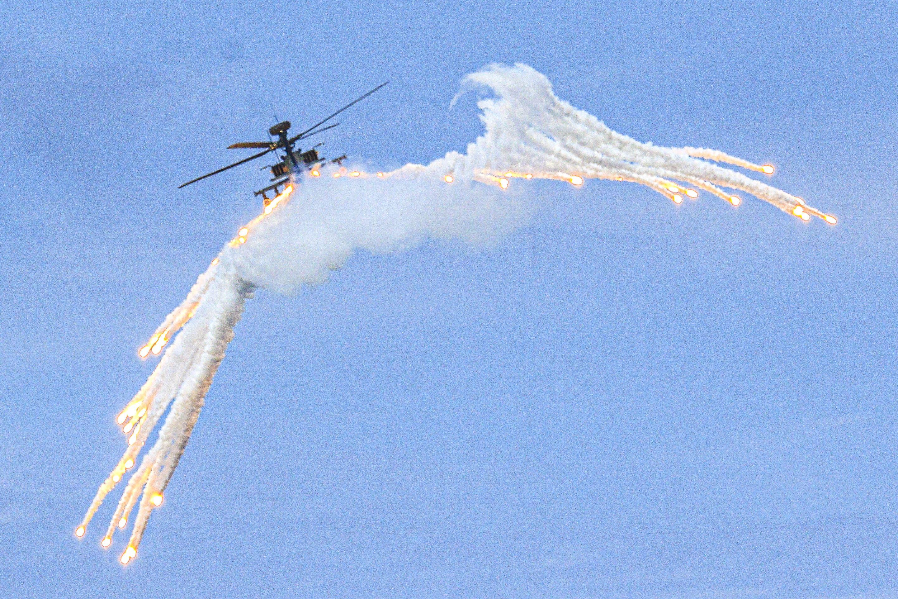 漢光卅五號演習於屏東滿豐射擊場實施,圖為AH-64E阿帕契直升機。〔記者林士傑/屏東拍攝〕