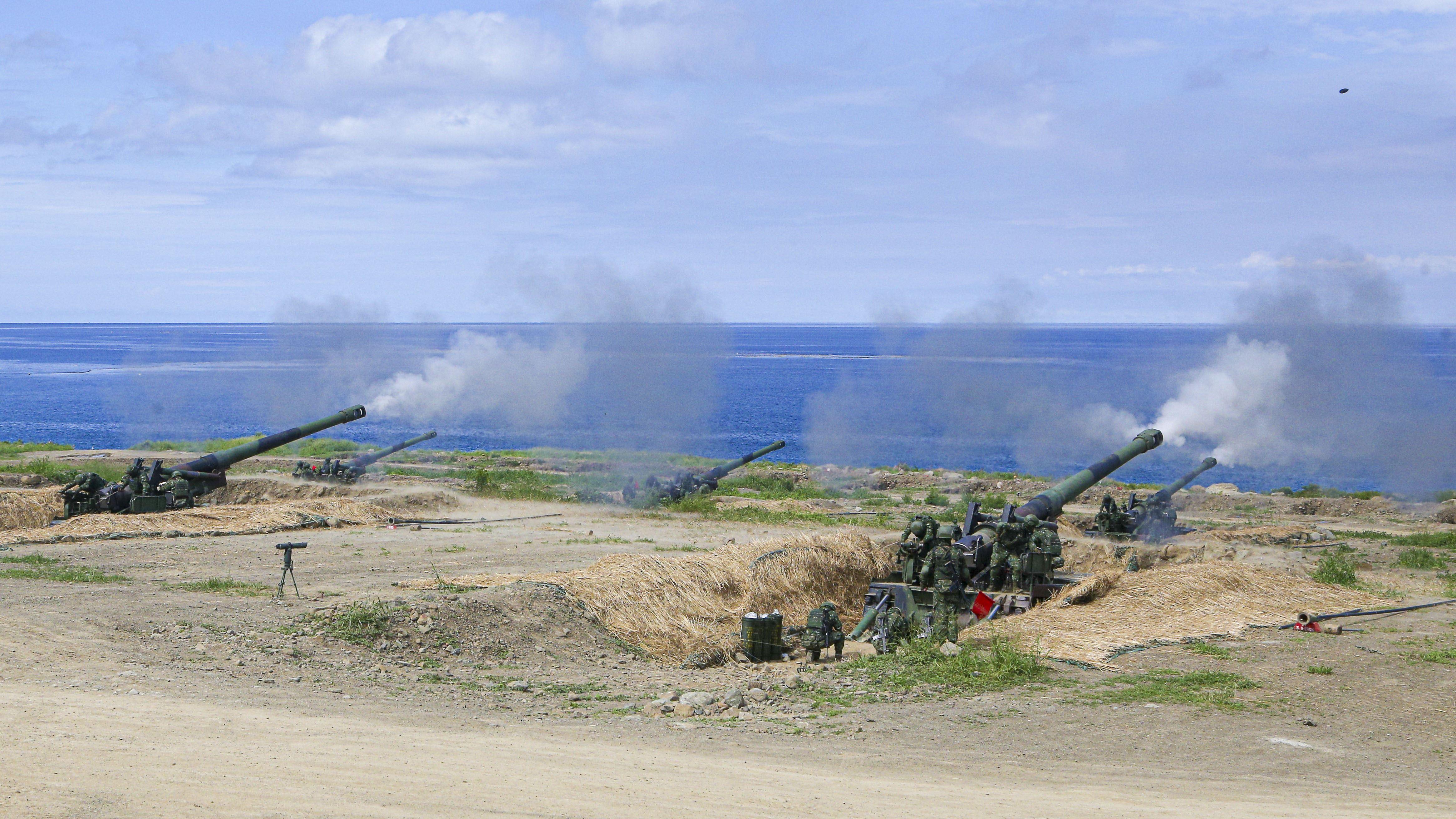 漢光卅五號演習於屏東滿豐射擊場實施,M109A2自走砲。〔記者林士傑/屏東拍攝〕