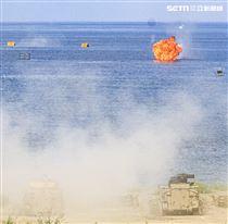 漢光卅五號演習於屏東滿豐射擊場實施,圖為中科院研發CM34 30公厘機砲戰鬥車。〔記者林士傑/屏東拍攝〕