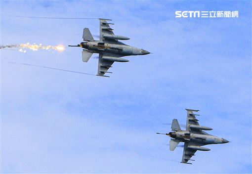 漢光卅五號演習於屏東滿豐射擊場實施,圖為F-16戰機。〔記者林士傑/屏東拍攝〕