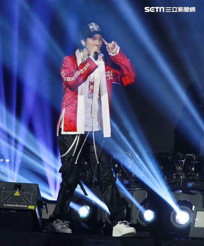 王力宏「龍的傳人2060」台北巡迴演唱會台北站第二場High翻台北小巨蛋。(記者邱榮吉/攝影)