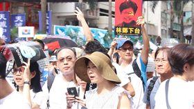 泛民反送中遊行  有市民要求特首下台香港泛民9日發起「反送中」遊行,有大批市民參加,口號之一是要求行政長官林鄭月娥下台。中央社記者張謙香港攝  108年6月9日