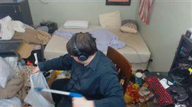 14年沒掃房間!他一清驚見「尿瓶+活蛆」 網轟:超噁心(圖/翻攝自Jaegerrmeister Twitch)