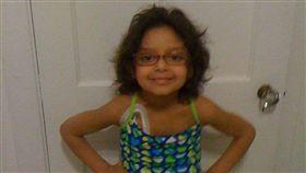 5歲童腸子被泳池吸出 十年後現況曝(圖/翻攝自Slay With Salma臉書)