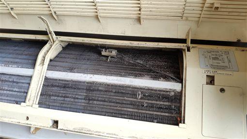 冷排累積污垢和灰塵,也需要定期清洗
