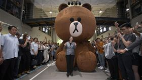 蔡英文總統10日參訪LINE台灣辦公室。(圖/總統府提供)