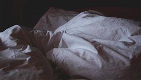 床鋪、雙人床、睡覺、床單、臥室/Pixabay