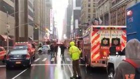 911再現?紐約直升機墜曼哈頓大廈 川普發文謝警消(圖/翻攝自《人民日報》推特)