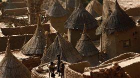 西非,馬利(Mali)驚傳屠村,至少95人身亡。翻攝自Al Jazeera English推特