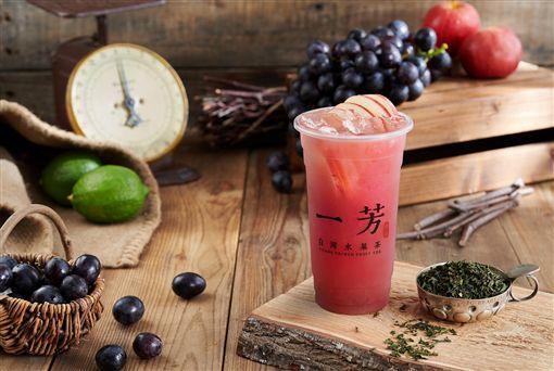 星巴克,一芳水果茶。
