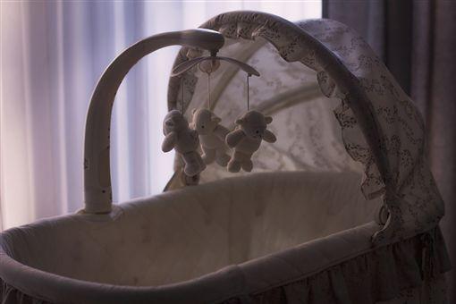 嬰兒床,搖籃(示意圖/翻攝自Pixabay)
