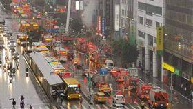 台北市南京東路四段火警現場(民眾提供)
