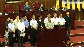 無黨籍台北市議員陳政忠質詢,要台北市長柯文哲與市府官員罰站。圖/黃宣尹攝影