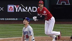 ▲大谷翔平(右)從前田健太手中揮出本季第7號全壘打。(圖/美聯社/達志影像)