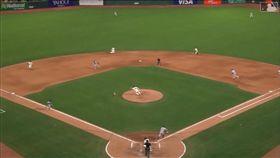 ▲教士2出局滿壘打內野滾地球竟跑回2分。(圖/翻攝自MLB官網)