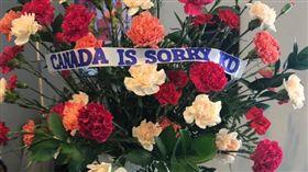 暴龍球迷以花束向KD表達歉意。(圖/翻攝自推特)
