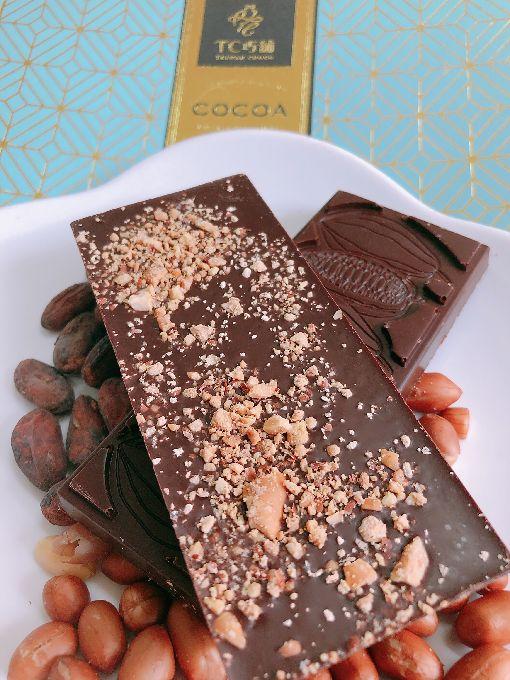 英國皇家學院巧克力大賽 屏東業者獲多獎(2)屏東縣政府12日表示,屏東巧克力品牌TC巧鋪在「英國皇家學院巧克力大賽」Tree to Bar Flavoured類別裡以「台灣花生巧克力60%」獲得銀獎。(屏東縣政府提供)中央社記者郭芷瑄傳真 108年6月12日