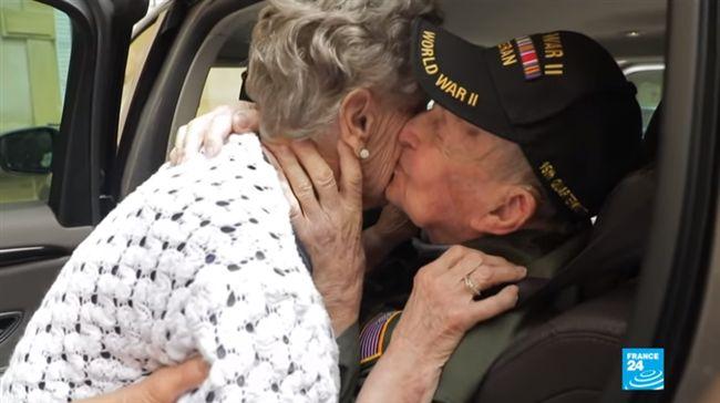 相隔75年!98歲美國老兵重逢女友 淚訴:一直愛著妳…