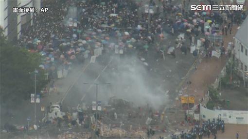 反送中示威衝突,圖/翻攝自AP影音