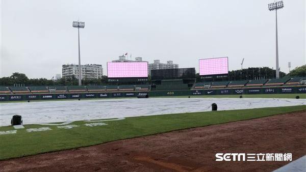 新莊球場雨勢不斷 桃猿、悍將之戰延至28日進行