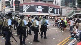 反送中衝突升高  香港警方施放催淚瓦斯(7)香港「反送中」示威衝突升高,警方持續將抗議群眾向外驅散,群眾已退往遠處,僅剩下距離較近的媒體。中央社記者張謙香港攝  108年6月12日