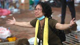 ▲港婦反送中哭喊「我沒有武器」,仍遭港警攻擊(圖/翻攝臉書)