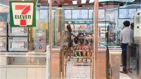 無人超商前進信義區 建立台灣AIoT新典範統一超商第2家無人商店(X-STORE)18日於信義區開幕,加入臉部辨識、自助結帳等多項革新,盼成台灣智慧物聯網(AIoT)應用新典範。中央社實習記者侯文婷攝 107年7月18日