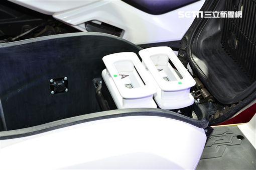 ▲iFlow車箱可放置兩個鋰電池。(圖/鍾釗榛攝影)