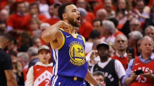 NBA/龍迷侮辱柯瑞母 柯瑞生氣了NBA,季後賽,金州勇士,多倫多暴龍,垃圾話,Stephen Curry翻攝自推特