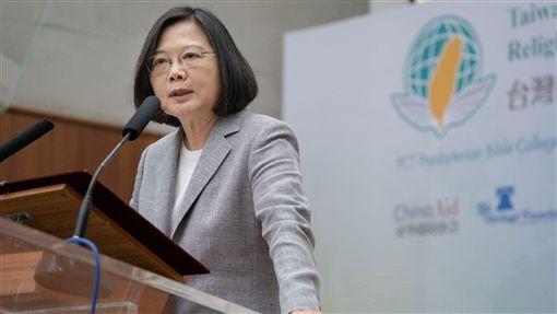 蔡英文總統30日上午前往新竹出席「台灣國際宗教自由論壇」。(圖/總統府提供)