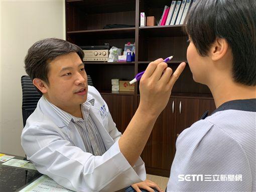 彰化醫院整形外科醫師呂明川提醒,照顧疤痕時要有一定的耐心及毅力才能撐過這段恢復期。(圖/彰化醫院提辜)