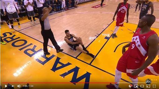 ▲湯普森(Klay Thompson)扭傷左膝第6戰不會再上場。(圖/翻攝自YouTube)