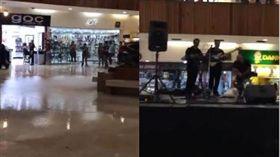 墨西哥商場淹水樂隊即興演出鐵達尼號主題曲。(圖/翻攝自推特)
