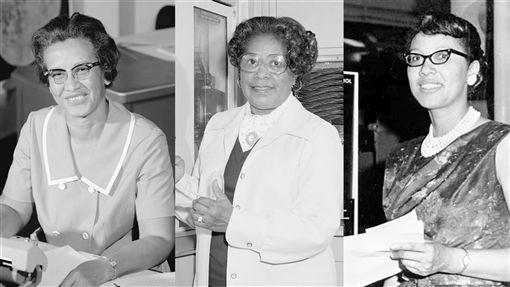 紀念非裔女性貢獻 NASA總部街道改名關鍵少數 凱薩琳.強生(左起)、瑪麗.傑克森與朵蘿西.豐恩1940至1960年代為美國太空飛行研究有重要貢獻,電影「關鍵少數」即改編自她們的故事,NASA也把華府總部外的街道改名為「關鍵少數」作為紀念。(圖/翻攝自NASA臉書)