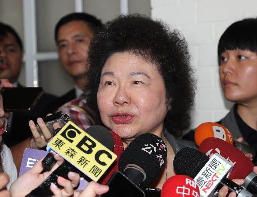 陳菊:賴清德永遠是我的兄弟總統府秘書長陳菊(前)14日在立法院受訪表示,「賴院長永遠是我的兄弟」,不管他有沒有得到提名。中央社記者張皓安攝  108年6月14日