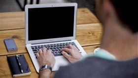 筆電,電腦,追劇,打遊戲,MacBook(示意圖/翻攝自Pixabay)
