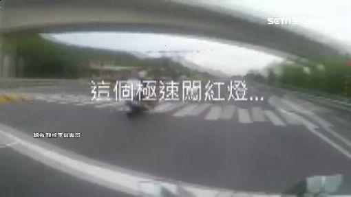 車友暖勸「騎慢一點」 下一秒闖紅燈狂飆