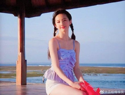 劉亦菲19歲舊照。(圖/微博)