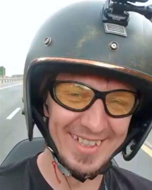 俄羅斯,網紅,YouTube,車禍身亡(圖/翻攝自推特)