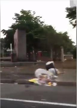 韓國瑜雲林造勢後,被拍到人文公園周邊道路沿路都垃圾,臉書