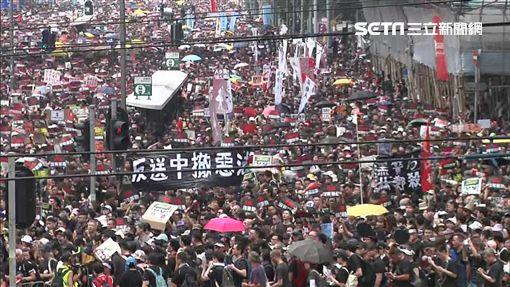 0616反送中遊行,群眾穿上黑衣,舉標語大喊「撤惡法」,新聞台 ID-1973908