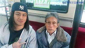 「你們是台灣人嗎?」日本伯突激動握手 背後藏洋蔥(圖/網友授權提供)