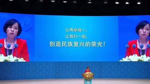 ▲資深媒體人黃智賢赴廈門海峽論壇,指出「一國兩制」是中國「對台灣最大的尊重與體貼」,甚至針對兩岸議題直言「我們這一代要把台灣帶回家、帶回中國」,讓不少網友傻眼(圖/翻攝臉書《只是堵藍》)