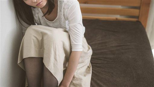 (圖/翻攝自Pakutaso)失戀,憂鬱,悲傷,女子