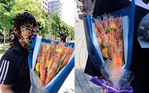 畢業花束送「泰國蝦花」。(圖/翻攝自爆廢公社)