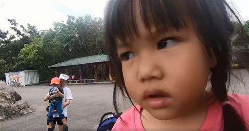 李易,六月,王晴。(圖/李易臉書影片)
