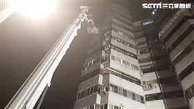 台北市士林區福國路雙子星大廈火警現場(翻攝畫面)